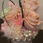 オールドローズのピンクとパールがかわいらしさと気品を感じさせます。